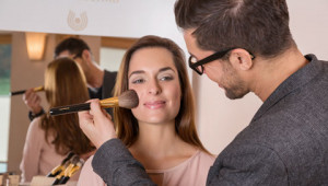 Dr. Hauschka Astuces de l'artiste international du maquillage Karim Sattar